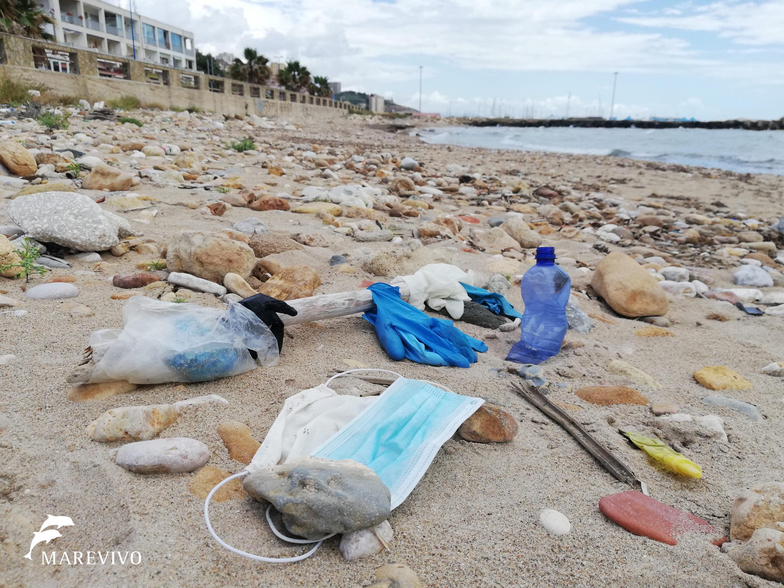La tragedia del COVID19 coinvolge anche il mare: il problema dello smaltimento delle mascherine