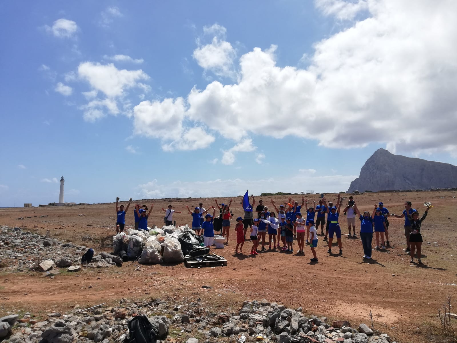 La spiaggia di San Vito Lo Capo ripulita dai cittadini e dai volontari di Marevivo