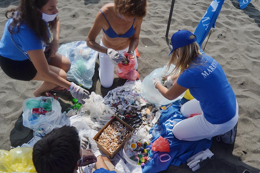 Marevivo: «In un mese raccolte dai nostri volontari 7 tonnellate di rifiuti»