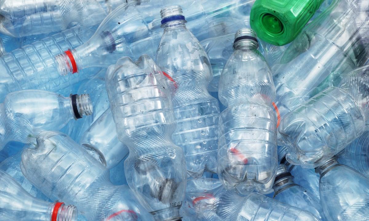Approvato l'emendamento che elimina il limite del 50% di plastica riciclata per le bottiglie
