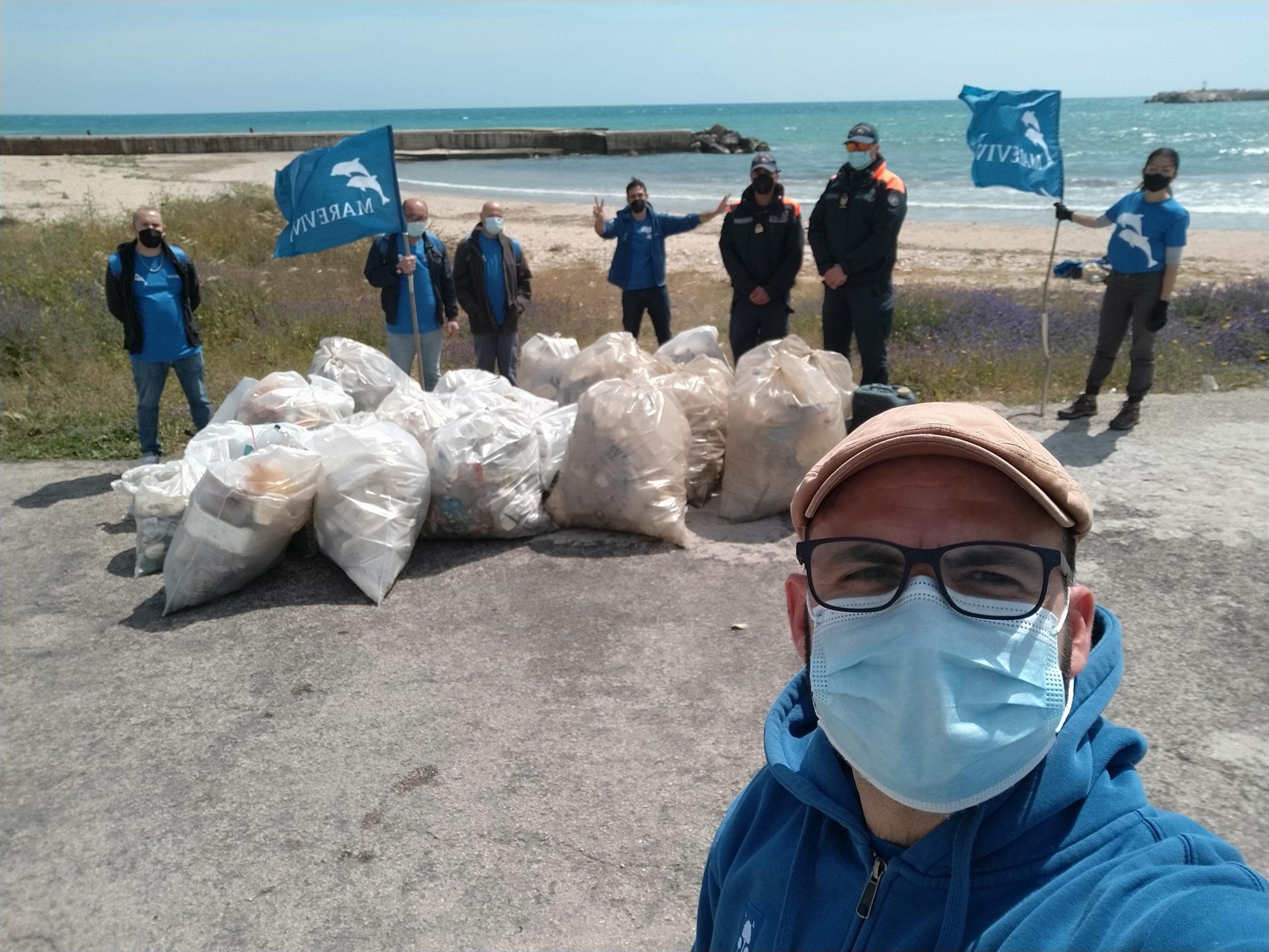 Cleanup della spiaggia di Sciacca con Marevivo Sicilia e Associazione Arcobaleno