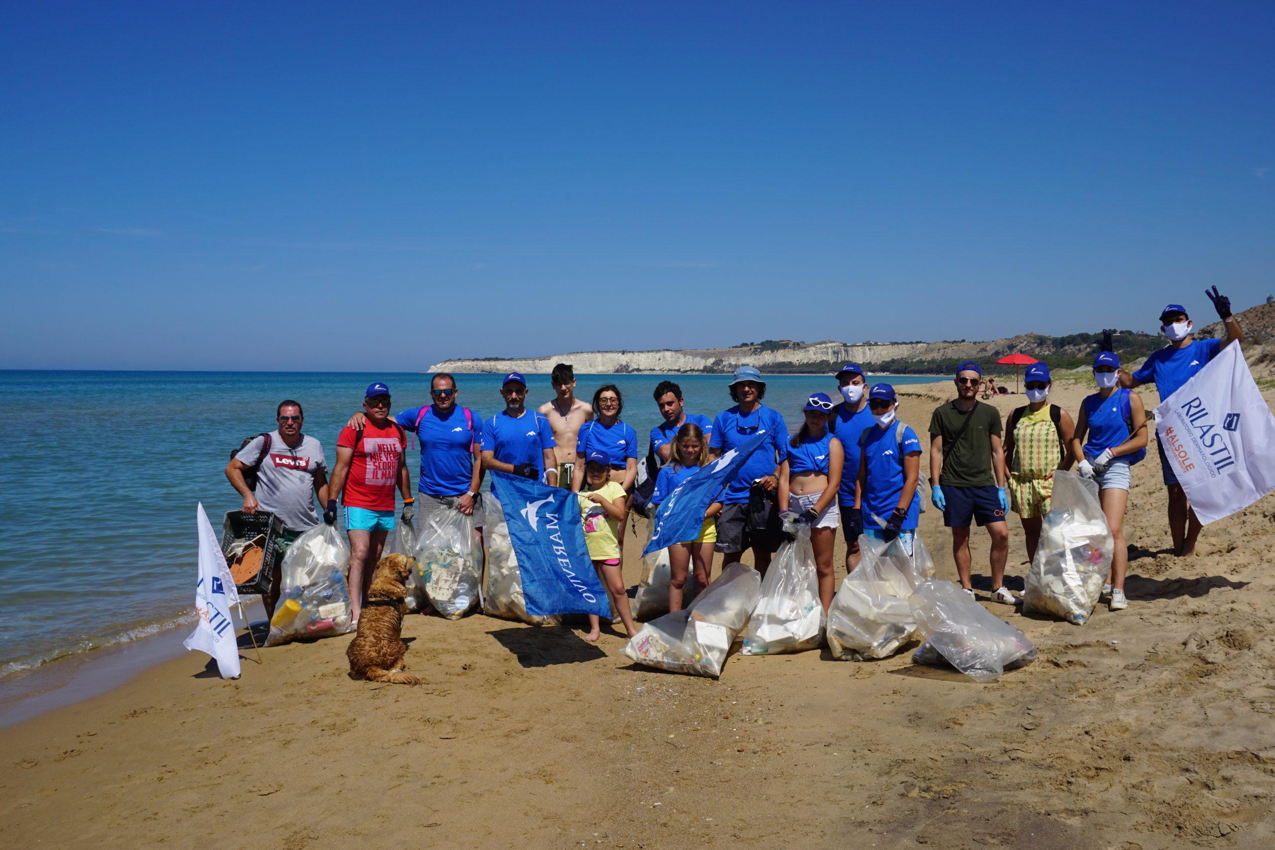 Abbiamo ripulito la spiaggia di Bovo Marina da 200 chili di rifiuti