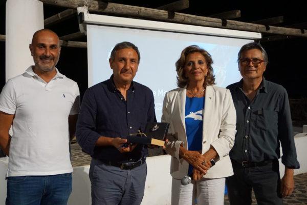 1. Rosalba Giugni e Carlo Tricoli con i sindaci di Santa Marina Salina e Leni